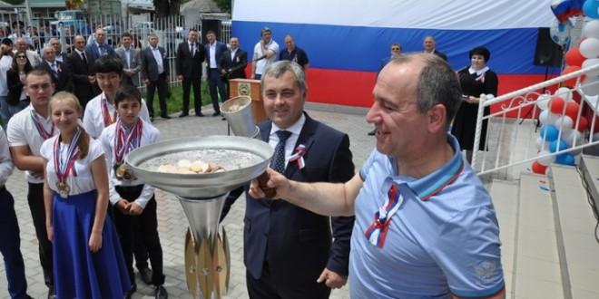 В День России в п. Эркен-Шахар открылся современный спорткомплекс «Россия»
