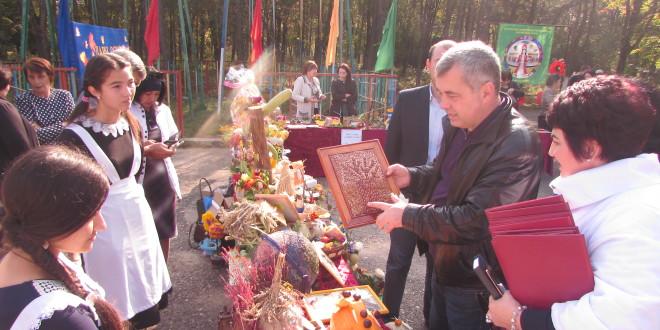 В п. Эркен-Шахар прошла традиционная осенняя ярмарка