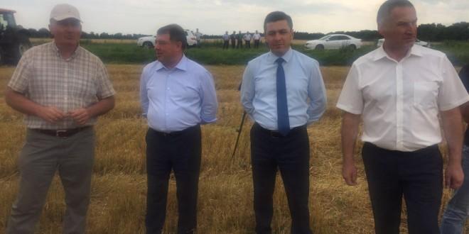 Первый вице-премьер Карачаево-Черкесии Эльдар Байчоров оценил ход уборочных работ в АПК республики