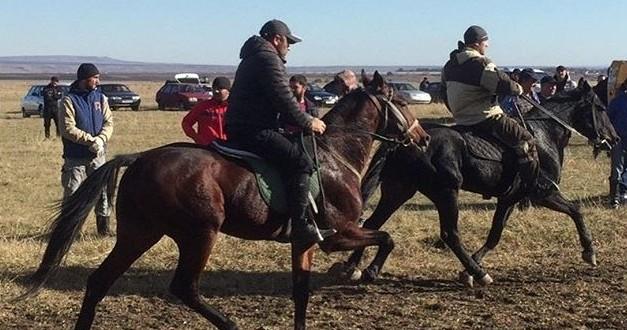4 ноября 2017 года на территории Адиль-Халкского сельского поселения состоялся неофициальный съезд любителей конного спорта Карачаево-Черкесской Республики.