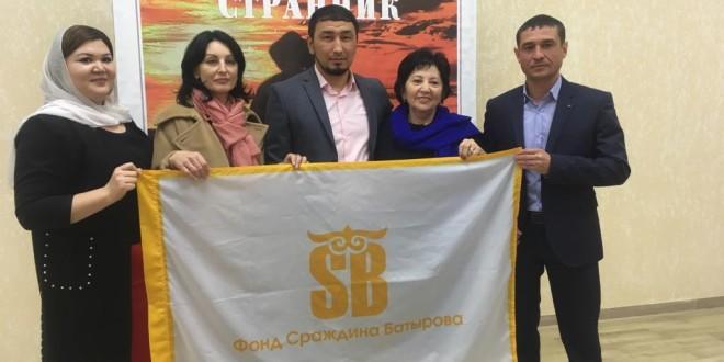 В Ногайском районе провели показ документального фильма «Очарованный странник» памяти Сраждина Батырова
