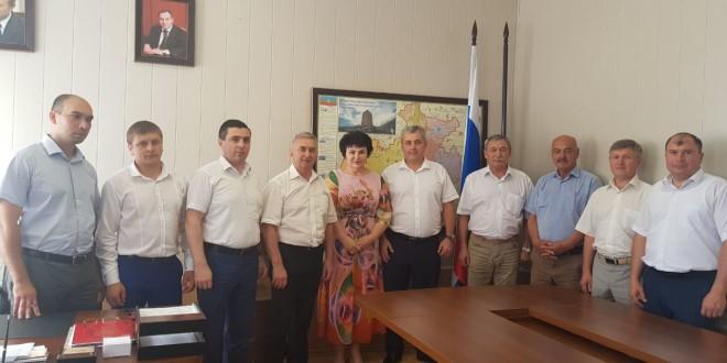 Глава Администрации Ногайского района поздравил заместителя Министра культуры КЧР Марину Баисову с назначением