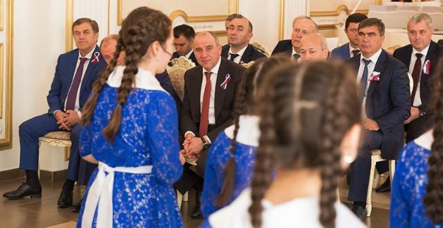 В День России Глава Карачаево- Черкесии Рашид Темрезов вручил государственные награды