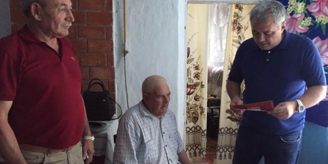 Глава Администрации Ногайского муниципального района поздравил труженика тыла с 90 летием