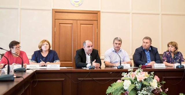 Глава КЧР провел совещание с главами администраций муниципальных городов и районов.