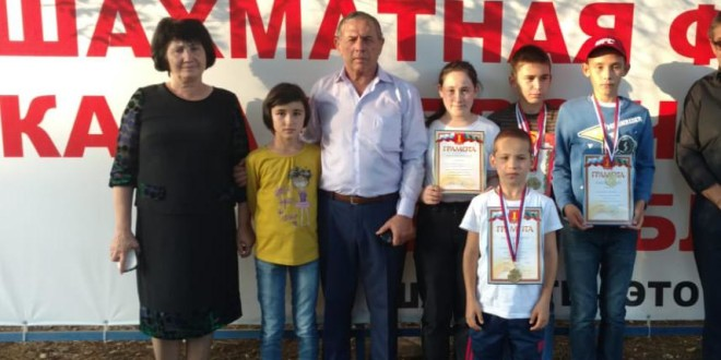 """Команда МКОУ """"СОШ а.Эркен-Халк"""" в первенстве по шахматам заняла I место."""