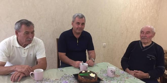 Глава Администрации Ногайского района Энвер Керейтов навестил ветерана ВОВ Якуба Карасова