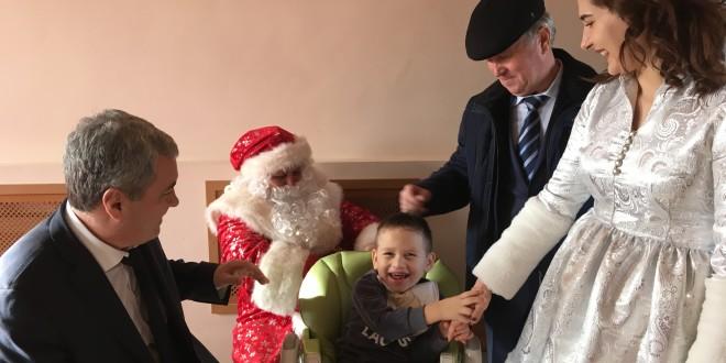В Ногайском районе поздравили с Новым годом детей с ограниченными возможностями здоровья