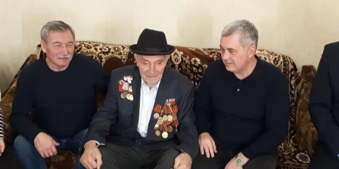 Энвер Керейтов поздравил ветерана ВОВ  с наступающим Новым годом!