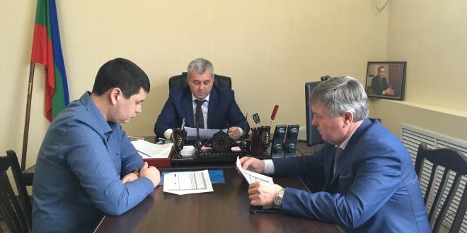 Глава Администрации провел рабочую встречу с главным врачом Ногайской поликлиники