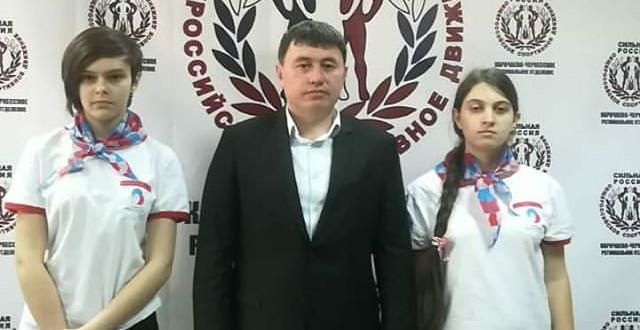 Глава КЧР Рашид Темрезов встретился с волонтерами республики