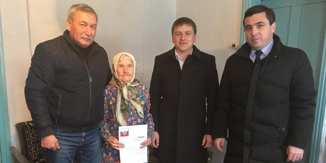 В Ногайском районе поздравили труженицу тыла с 95-летием