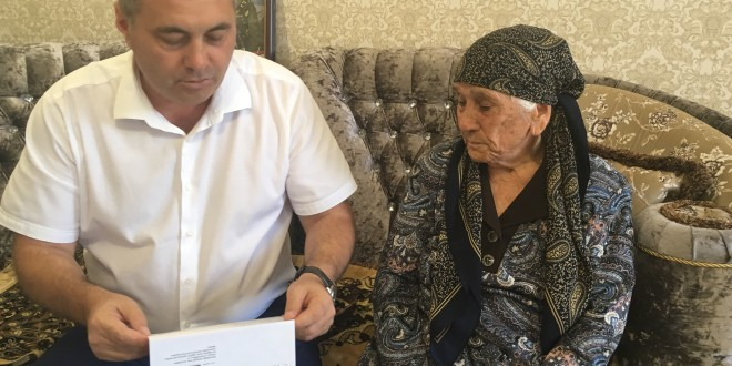 Глава Администрации поздравил труженицу тыла с юбилеем