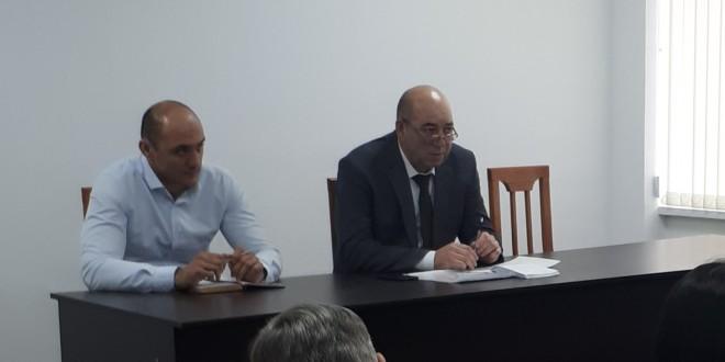 Состоялось еженедельное рабочее совещание под руководством главы администрации Ногайского района Мурата Хапиштова.