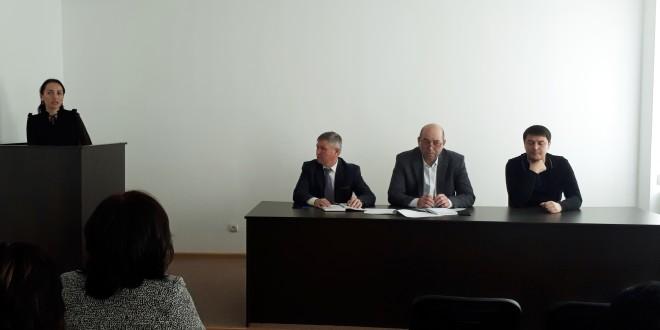 Глава Администрации Хапиштов провел совещание с директорами школ и заведующими детских садов района.