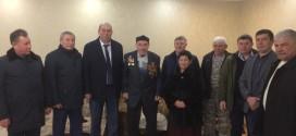 Глава Администрации Ногайского муниципального района Мурат Хапиштов поздравил с Днем защитника Отечества ветерана Великой Отечественной войны.