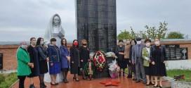 В Ногайском муниципальном районе состоялось возложение цветов к памятникам войнам, павшим в Великой Отечественной войне.