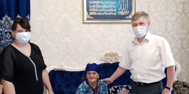 90-летие отметила жительница п.Эркен-Шахар Гергова Раиса Джамботовна.