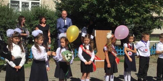 Глава Администрации Ногайского муниципального района Мурат Хапиштов принял участие в торжественной линейке, посвященной Дню знаний.