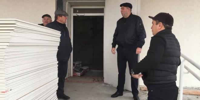 Глава Администрации Ногайского муниципального района Мурат Хапиштов провел совещания о ходе работ по капитальному ремонту Дома культуры а.Икон-Халк.
