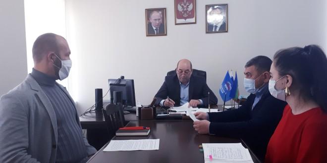 Совещания с начальниками и специалистами правового отдела и финансово-хозяйственной части Администрации района.