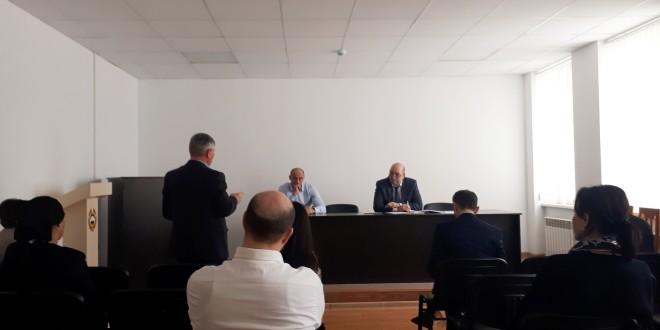 Еженедельное плановое совещание прошло в администрации района.