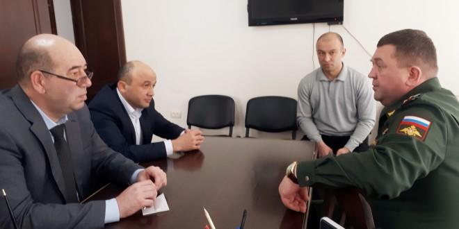 Глава администрации Ногайского муниципального района провел встречу с военным комиссаром Карачаево-Черкесской Республики
