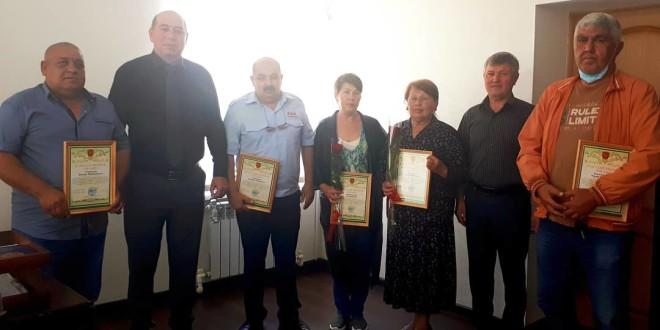 Глава администрации Ногайского муниципального района Мурат Хапиштов вручил благодарственные письма пяти  жителям  района – почетным донорам страны.