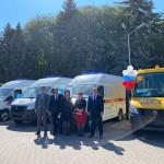Ногайский муниципальный район получил 2 кареты скорой помощи и школьный автобус.